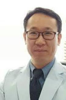 Me llamo Pío Park, Soy diplomado y licenciado en la Universidad de Medicina Tradicional China de BEIJING, W.F.A.M y F.E.A.A.M En nuestra consulta,Luz de vida-Centro de Terapia Oriental, creemos que cada persona y cada caso es único, por ello ofrecemos una